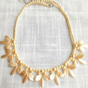 Vintage cream pearl necklace in leaves